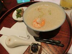 台北到着3日目の朝です。 ホテルの朝食はアラカルトメニューでとんこつスープビーフンをオーダーしました。