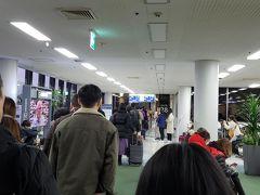 孔徳駅6時の電車で金浦空港まで 8時20分発の関空行に搭乗します