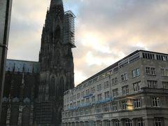 駅に隣接というか駅構内にあるイビスホテル。部屋の窓から大聖堂が見えました。