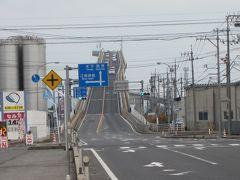 境港を後にして松江に戻る途中にあるのが、江島大橋、通称ベタ踏み坂です。 何年か前に綾野剛さんのCMで話題になりました・・