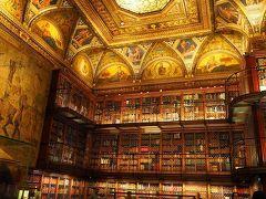 宝石箱みたいな図書館です・・・ 来た人はみんな溜息で見入っていました。