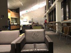 アメックスのラウンジでゆっくり朝食を取り、仮眠。  空港ラウンジはこんなに待ち時間があっても快適な時間に変えてくれる。