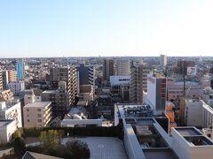翌朝、8時起床。 浦和駅に進入する京浜東北線。