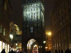 旧市街広場からツェレトナー通りを真っ直ぐ進むと、、  火薬塔 (火薬門) The Powder Tower (Prašná brána)  < 何処を歩いても、、美しい~~♪ >