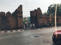 旧市街入り口のターペー門。