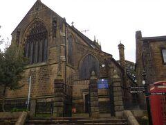 坂を上った場所に建つパリッシュ教会にはブロンテ一族が眠っています。明日見学します。