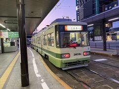路面電車で旧広島市民球場へ。いろんな路線がありますが乗り場が一つなのでわかりやすかったです。