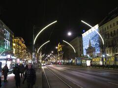 リングシュトラーセも道路がライトアップされていました。 その分、建物のライトアップは控えめでしたね。