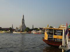 チャオプラヤ川を渡ったところにあるワット・アルンに案内されます。 船着き場の近くでバスを降り、船と徒歩で向かいます。
