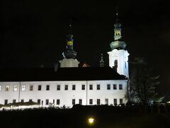 そのプラハ城から、トラムの22番でもう少し奥に行ったストラホフ修道院のあたりが、実はプラハ全体を見下ろせる場所だったりします。