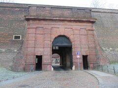 レンガの門から、ヴィシェフラッドを脱出。