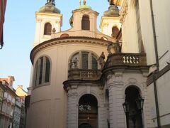 王の道を旧市街広場方面に向かいます。  聖サルヴァトール教会。 その先に・・・