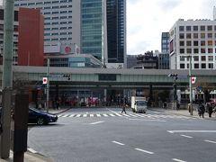 日本橋を手前に左折、人形町方面を目指します。
