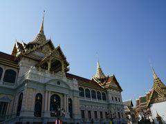 立派な宮殿が見えてきました。