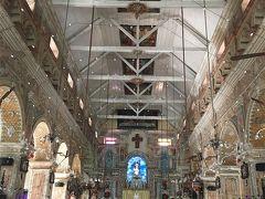 一番気に入ったサンタクルス聖堂です。16世紀にポルトガル人が建てたそうです。  歴史的重要さだと、フォートコーチン一番の教会は聖フランシスコ教会(ヴァスコダガマが最初に埋葬された場所)かもですが。  この明るくてほんわかした色合いが好きです。