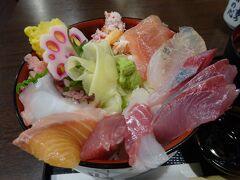 澤ノ屋というお店にたどり着き、海鮮丼を頂きます。 冬の日本海の魚はおいしい! 1300円。