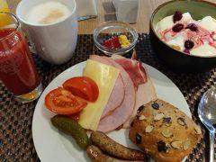 24日朝 まずは朝食。ラインナップはあまり変わらないけど、昨日よりも遅くいったらないものとかがあった。。。 まだ終了間際というわけでもないのに。。。