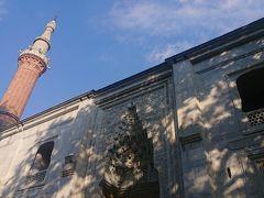▼イェシル・ジャーミィ(Green Mosque) 現地名:Yeşil Camii ユネスコ世界遺産『オスマン帝国発祥の地ブルサとジュマルクズク(Bursa and Cumalıkızık : the Birth of the Ottoman Empire)』(文化遺産)。 イスラム建築。 セルジューク様式。 オスマン帝国第5代スルタン・メフメト1世建設。 ハジュ・イワス設計。 1412-1424年。   メフメト1世のキュッリエの一部。 このキュッリエはイェシル・キュッリエとも呼ばれています。
