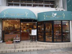 チェックアウト前に旧軽井沢のフランスベーカリーに来ました。