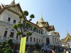 これが最も新しく、最も大きな宮殿です。  ラーマ5世が、西洋諸国による植民地支配を逃れようと、西洋化政策の一環として建てたものだそうです。内部も西洋風だそうですね。