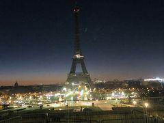 午前7時前後パリ市内に到着 ホテルへ荷物を預けた後、タクシーにてエッフェル塔が綺麗に見えるパッシー墓地へ 残念ながらライトアップされておらず薄暗い中でのエッフェル塔見学 それでも続々と観光客が訪れていました。