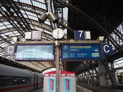 しばしケルシュを味わった後、電車にてブリュールへ移動。 7番ホームのコブレンツ行きに乗車します。