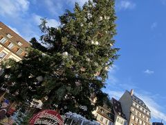 駅から徒歩10分程度でクレベール広場。 クリスマスイブだったのですごい人。