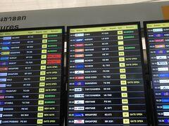 バンコクスワンナプーム空港で搭乗機の確認