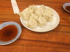 ホテルから歩いて中華街へ。「山東」でお気に入りの水餃子をいただきます。いつも行列なのが、この日は遅かったからか待ちなし。
