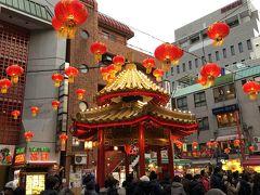 元町方面にガード下の商店街を歩き、中華街に到着です。  ガード下の商店街は、結構面白い物があります。 バッタ物という感じの物から、拘りの手作りバックや靴等、覗くだけでも楽しめました。