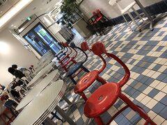 夜の部は、非公開です。。。 急に、朝がやってきて、 朝食は、おしゃれな店内のパン屋さんで。。