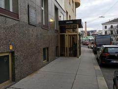 ウィーン到着からの、徒歩30分で宿到着。  ホテルゴールデンスピン ウィーンのホテルはどこも高いです、しかしここは2泊151? ロケーション・値段、最高の宿でした。