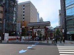 今日宿泊のホテルへ行く前に、せっかくなので「増上寺」へ。  「増上寺大門」。