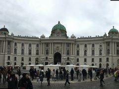 王宮、ハプスブルク家の居城です。 夏の離宮がシェーンブルン宮殿との事。