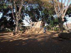 ここに、「伊能忠敬測地遺功表」があります。  伊能忠敬の測量の起点となったのが芝公園近くだったようで、ここに遺功表の碑が建てられました。
