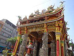 少し歩くだけで至る所に立派な寺院がありますね。