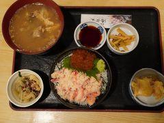 2019年10月14日   日本海フエリー乗船前に夕食  イクラ、カニ丼です、大変おいしかった。
