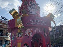 マッサージ屋さん「リモーネ」に行きましたが、いっぱいだったので翌日の予約をし、ショッピングモール「ジャンクセイロン」へ。  クリスマスと年越しで大にぎわいです。
