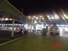 夜の別府駅。