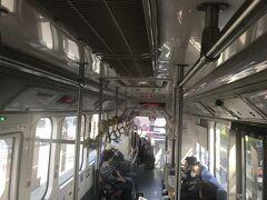 中央公園駅→巨蛋駅 昨晩、私がホテルからの行き方を調べたところ。。 MRT巨蛋駅から歩いて15分程度だったのです。 下車して、出口を確認しようと駅の地図を見たら、無茶苦茶遠い?? 「バスで行こう!」と夫。 何かあっても落ち着いているので、ありがたい(涙)  巨蛋駅→蓮池潭 路線バス301に乗車すれば、行けそう♪ ごめんね~ 10分待って、バスに乗車です。
