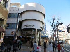 さらに進むと昔からある三笠ビル商店街アーケード(三笠通り)。 建てられたのは1959年だそうです。