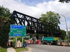 2011年6月30日にシンガポール国内のマレー鉄道は廃止されました。 かなり経過してますが、遺構が残ってます。 駅名「ブキッ ティマ」です。 1日8往復して、ジョホールバルまで走ってたみたいです。