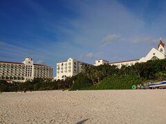 ニライビーチからのホテルの眺め。