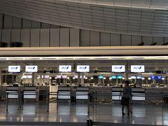 羽田空港到着! 羽田空港の駐車場前で長蛇の列 バス正解でした とりあえずチェックインしてスーツケース?預けます  そのあとグローバルWi-Fiを借りに行ってから制限エリア内へ 朝の為かスムーズに入れました!