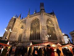 そして、ドゥオーモ周りではまだクリスマスマーケットを開催中です♪  25日は終了の厳格なドイツと比べて、ミラノの観光メインでやってるクリスマスマーケットのおおらかなことよ(笑)。30日で終わったブダペストはその中間ですか?  2か国でクリスマスマーケットに行けたので今回の旅は大満足。でも妻は、いつかやっぱりドイツのクリスマスマーケットに行きたいみたいです^^;