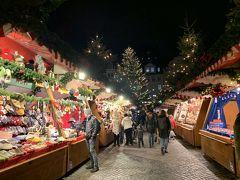 クリスマスマーケットは、きらびやかなお店が並び、別世界にいるようでワクワクします。