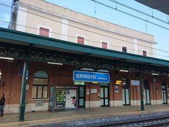 ブリンディシからバーリまでチケットを購入して待ちました。ローカルで8.6ユーロでした