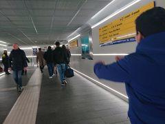 バーリ駅に到着。
