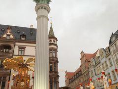 聖ニコラス教会広場のクリスマスマーケットです。 町中には6か所のマーケットがありますが、それぞれ近くて 迷子にはなりません。 クリスマスピラミッドも素敵です。