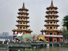 蓮池潭の龍虎塔